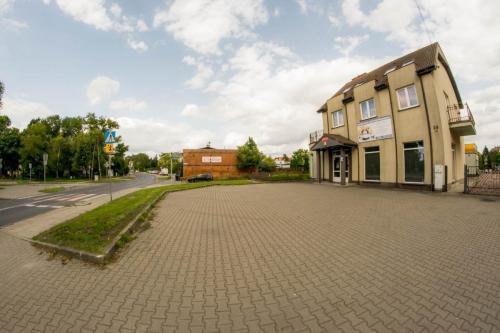 parking i budynek przedszkola