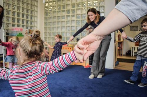 powitanie-zajęcia integracyjne z elementami ruchu rozwijąjacego Weroniki Sherbone