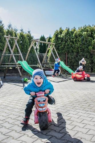 zajęcia ruchowe-plac zabaw