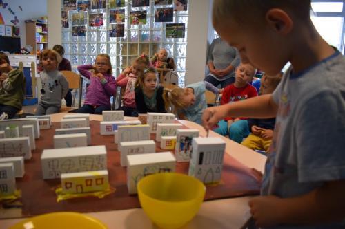 Kreatywne wykorzystanie pudełek - tworzenia makiety miasta