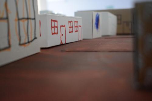 Kreatywne wykorzystanie pudełek - tworzenia makiety miasta - efekt końcowy zużyciem zabawek