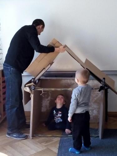 Budowanie domku ztektury