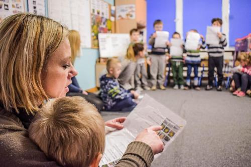 Nauka występowania przedgrupą połączona znauką czytania woparciu oteksty melodyczne wprzekazie wspomaganym AAC PIC