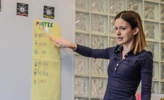 powitanie- nauka rozpoznawania kolejności przychodzenia dzieci doprzedszkola iubiorów