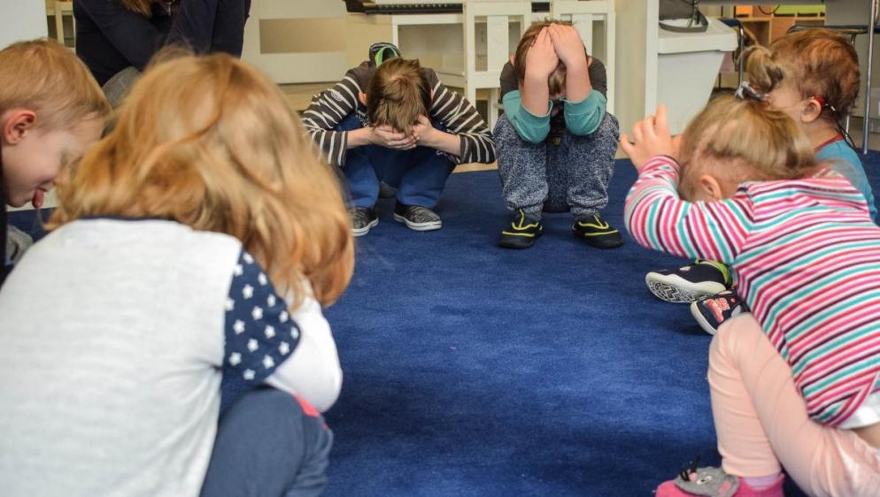powitanie-zajęcia integracyjne z elementami ruchu rozwijającego Weroniki Sherbone