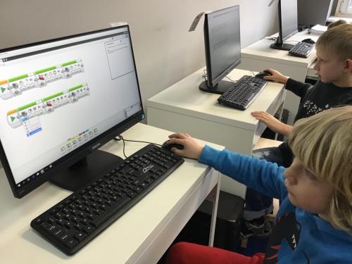 Nauka programowania robotów Lego Mindstorms