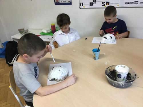 Tworzenie masek zpapieru, ciasta ifarb