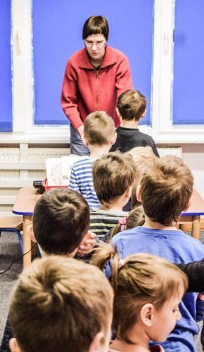 Kształtowanie umiejętności społecznych- czekanie naswoją kolej-stanie wkolejce