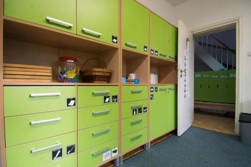 Sala grupy zielonej- graficzna identyfikacja przeznaczenia konkretnych szuflad